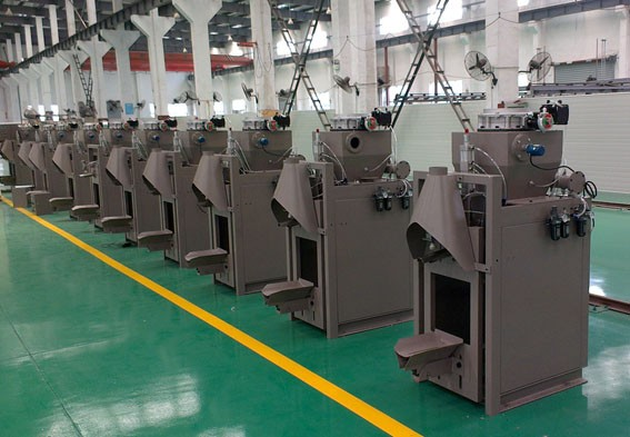 气动干粉包装机在划线涂料包装行业应用